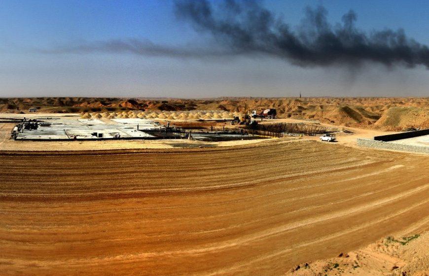 تأسیسات سرچاهی و خطوط لوله جریانی میدان مشترک نفتی آذر
